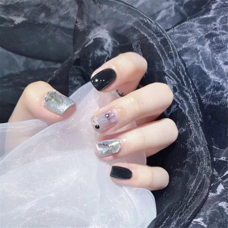 Black and Gems - The Fab Nails