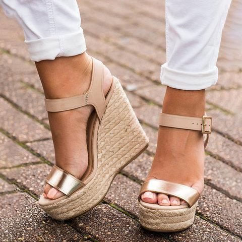 Casual   Versatile Buckle With Wedge Sandals