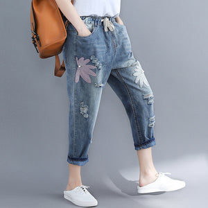 Literary hole embroidered jeans