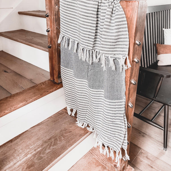 Cozy throw with stripes and tassels