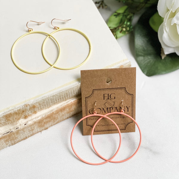 Matte hoop earrings, in yellow or peach