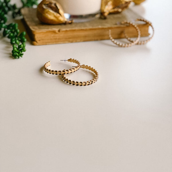 Hoop earrings, with white or black detail