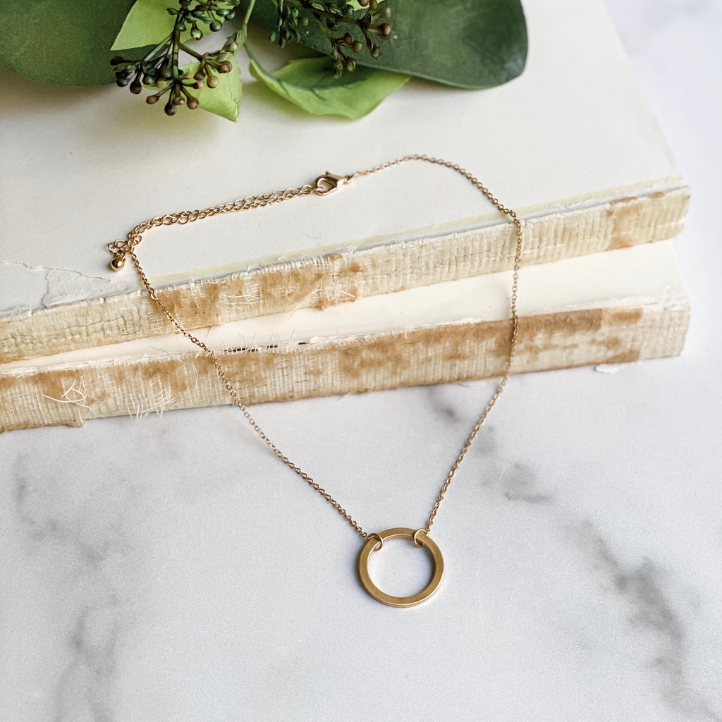 Open circle necklace, in gold or silver