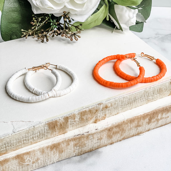 Hoop earrings, in white or orange