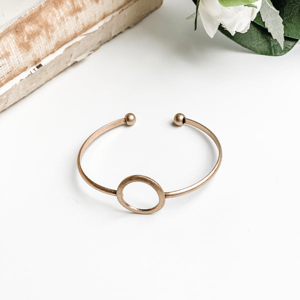 Open circle gold bar bracelet