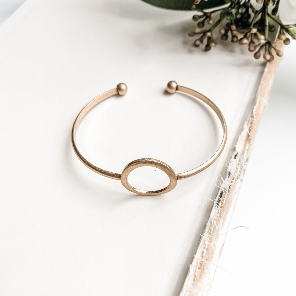 Open circle bar bracelet, in gold or silver