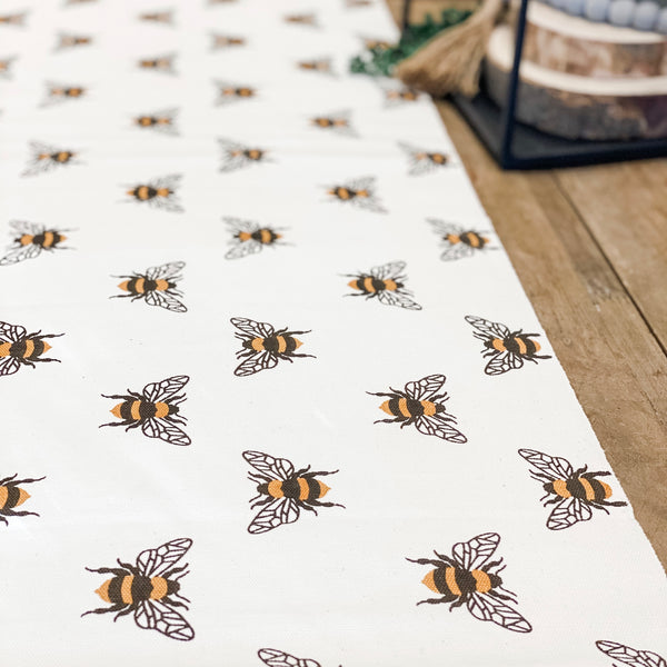 Bumble bee, table runner