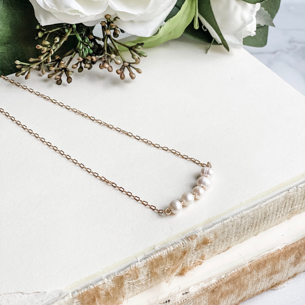 Pearl beads necklace, in gold or silver