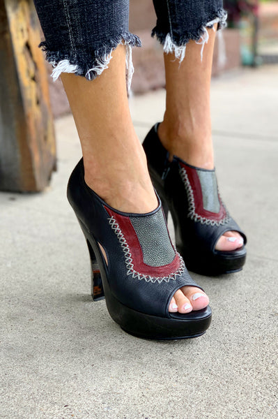 Anjuwd Heel - Black / Red
