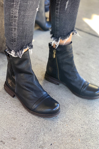 Boots - Luxe Black