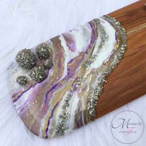 A close look at the White and Purple Geode Resin Cheese Board or breadboard - Mamota Creative