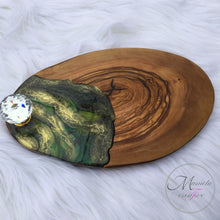 Load image into Gallery viewer, Resin Art Mini Cheese Board -Green - Mamota Creative