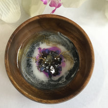 Load image into Gallery viewer, Round Ring Dish with Resin Art and Citrine Quartz