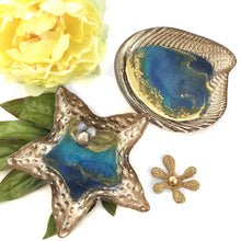 Load image into Gallery viewer, OCEAN THEME SHELL RING DISHES WITH GOLD WAVES