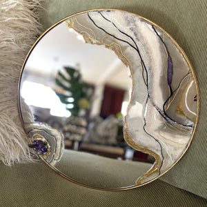 Agate round mirror in neutral colors with quartz  - Mamota Creative