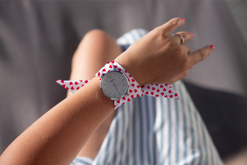 Cute Red and White Heart Pattern Classical Woman's Analog Scarf Watch