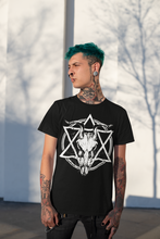 Laden Sie das Bild in den Galerie-Viewer, DEMONIC SKULL | Unisex Premium T-Shirt | Rock'N'Shirt