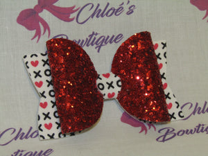 White Hugs & Kisses & Red Glitter Clip