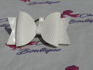 White Leatherette Bow Keyring
