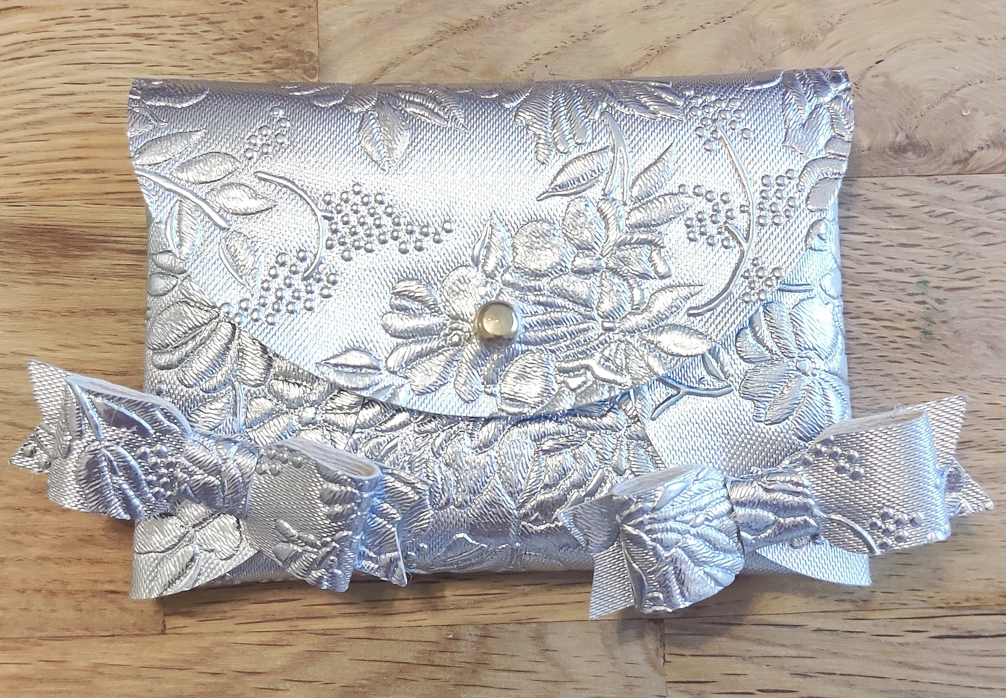 Silver Embossed Purse & Mini Bows