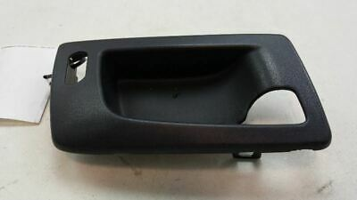 03-07 04 CADILLAC CTS FRONT PSGR RIGHT INTERIOR DOOR HANDLE BRACKET OEM 46197