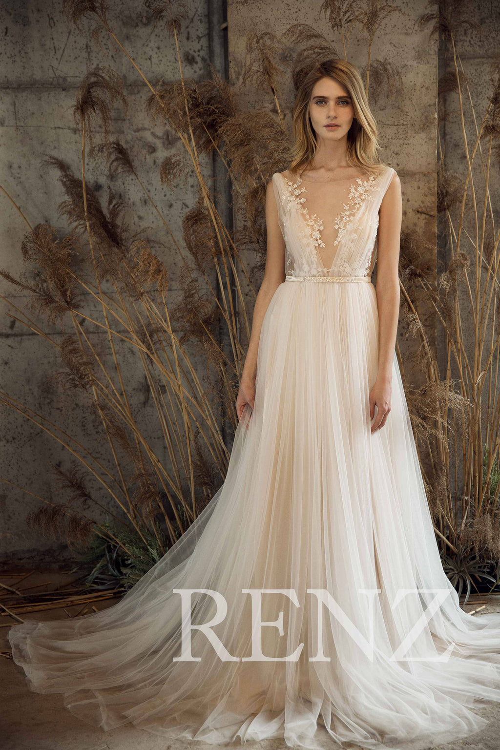 Wedding Dress Off White Tulle Dress V Neck Bridal Dress Lace Illusion Backless Bride Dress Train Maxi Dress Sleeveless Bridal Gown(LW192)