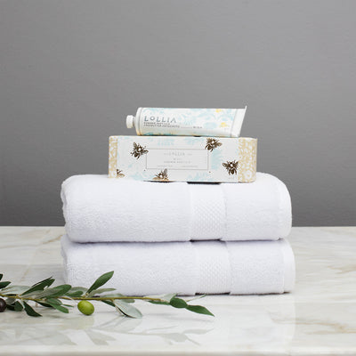 Happy Hostess Gift Set (2 Hand + 2 Bath Towels & Lollia Hand Creme)