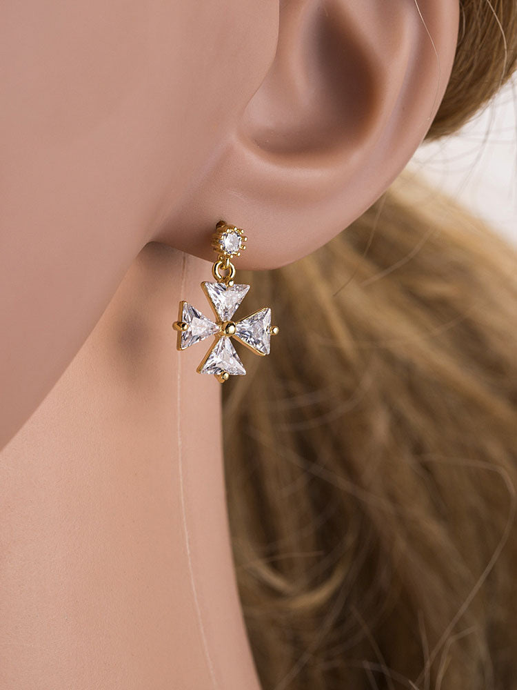 Simple Small Fresh Silver Earrings Female High-end Wild Asymmetric Zircon Four-leaf Clover Earrings