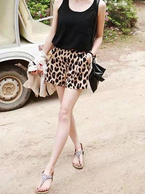 Three-point Straight Female Leopard Shorts