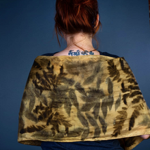 Load image into Gallery viewer, Eco printing - How to dye your garments with natural dyes.