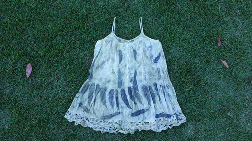 Eco printing - How to dye your garments with natural dyes.