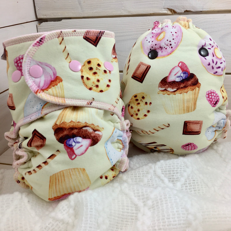 Couche moulée «Miss Cupcake» (PUL ou Bambou) - 1 taille disponible
