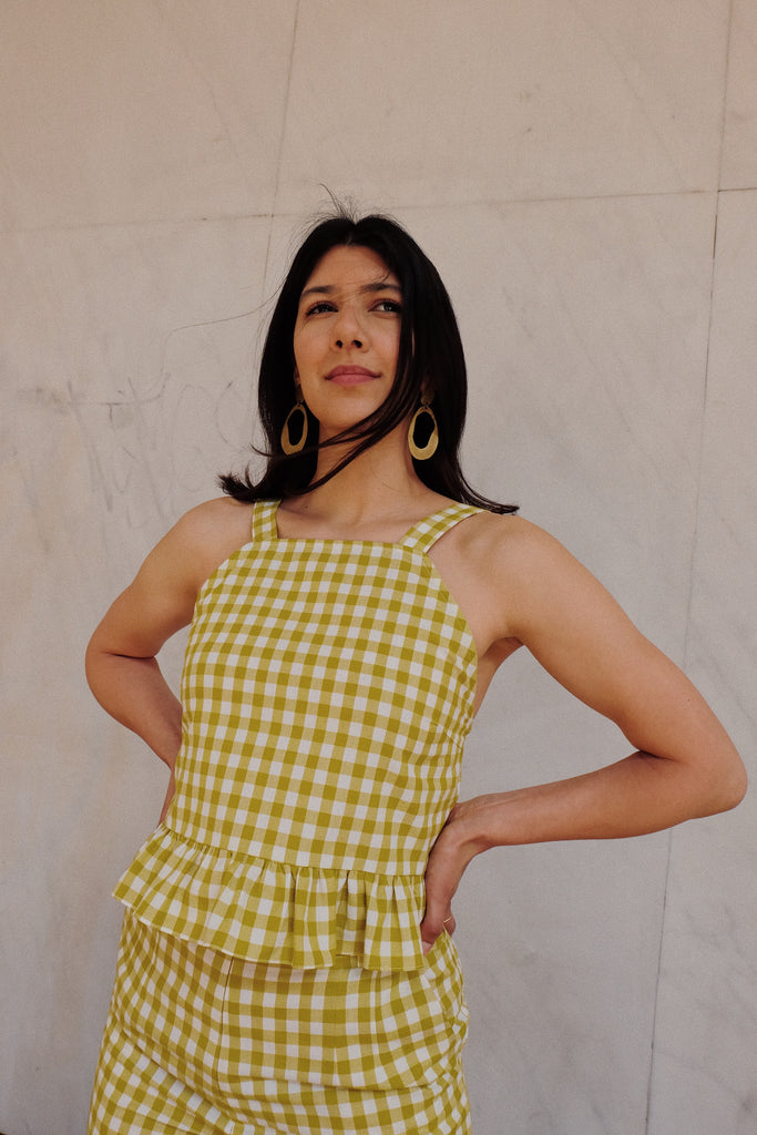 frida top in limon gingham