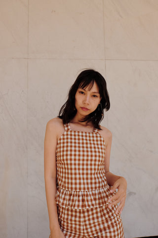 frida top in saddle gingham