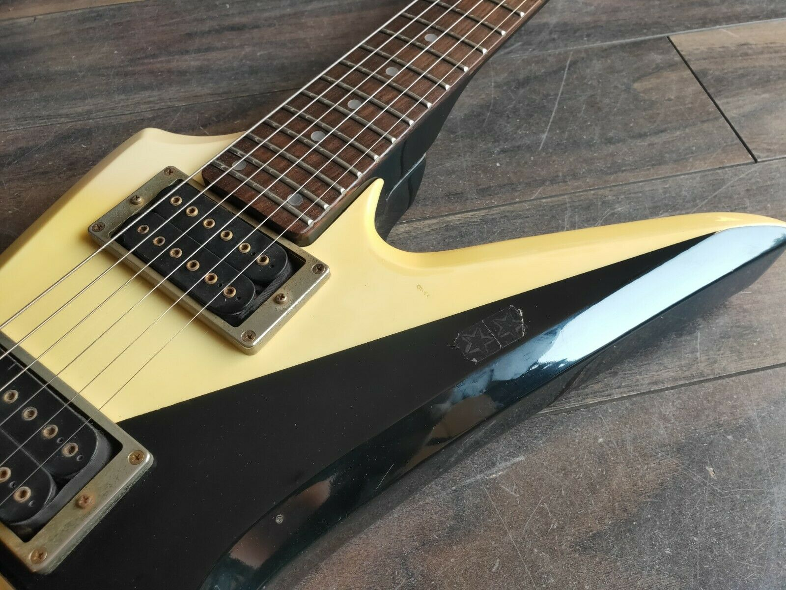 1983 Aria Pro II Japan ZZ-Custom Explorer MIJ Electric Guitar (Black/White)