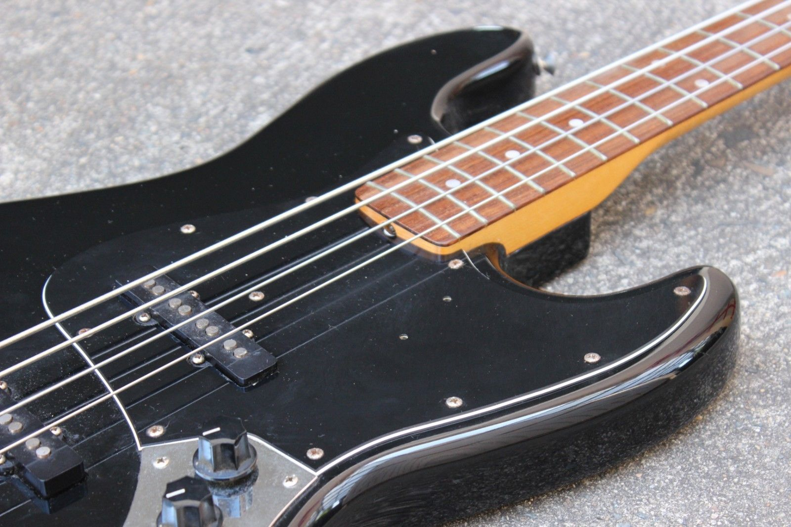1981 Tokai Jazz Sound '60s Reissue Bass (Blackout w/Matching Headstock)