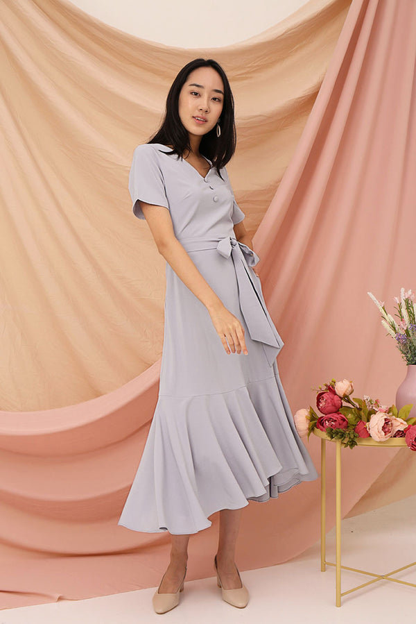Aubrey Midi Dress (Lilac) l Dear Lyla Singapore l Shop Women Fashion This elegant midi dress comes with a flowy hem that is perfect for twirling in. Get sweeped off your feet by this feminine piece. It can also be worn with the detachable sash for a different look.  - Concealed back zip closure - Lined - Made of polyester - Comes with detachable sash - Functional side pockets  Available in Lilac and Sage.  Exclusively manufactured by Dear Lyla.