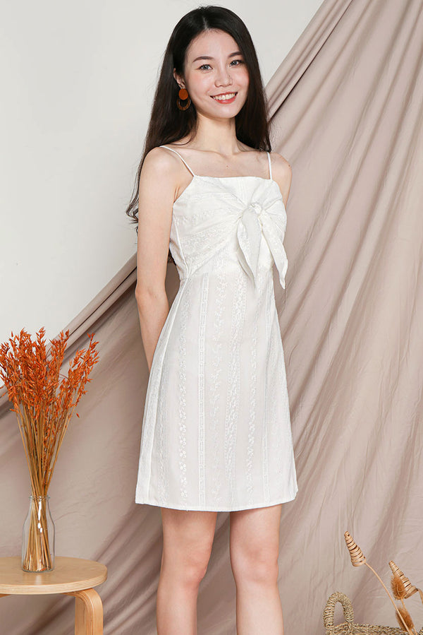 Darlia Tie-Knot Embroidery Dress #MadeByDearLyla (White) l Dear Lyla Singapore l Shop Women Fashion Online This dainty embroidery number is just the dress you need for your lovely weekend outings. Features a self-tie knot detail at the bust for an added touch of femininity which brings out your sweet and girly side.  -Concealed back zip closure -Lined  -Adjustable straps  -Made of embroidery cotton   Available in White and Powder Blue.