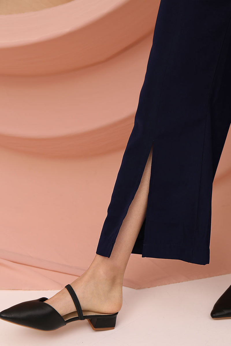 Delphin Wide Leg Slit Pants (Navy) l Dear Lyla Singapore l Shop Online Women Fashion Strut elegantly in this high-waisted flowy number which features a slit high detail. Perfect for that effortless chic look.  - Back zip closure  - Material is non-sheer - Made of polyester - Functional side pockets  Exclusively manufactured by Dear Lyla.  Pair with our Giselle Tie-Waist Crop Top to complete the look.