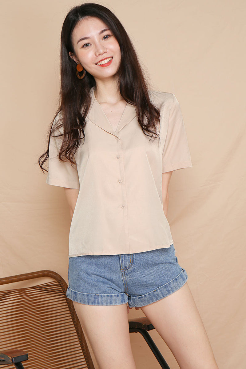 Freda Oversized Button Down Shirt (Sand) l Dear Lyla Singapore l Shop Women Fashion A versatile wardrobe essential - this shirt features a relaxed fit with functional front buttons. Pair it with a pair of jeans or midi skirt to dress down for work, or simply pair it with shorts for your casual weekend outings!   -Made of polyester -Not lined, non-sheer -Functional front buttons  Available in Dusty Blue and Sand.