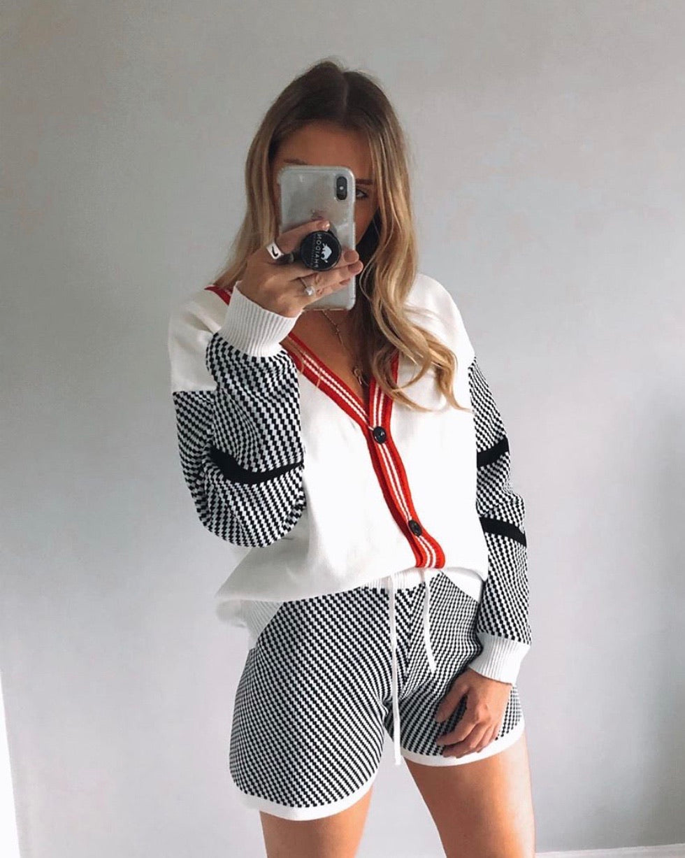 Chequered Cream Knitted Cardi Short