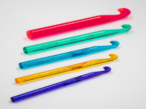 ASSORTED SIZES PLASTIC CROCHET HOOKS