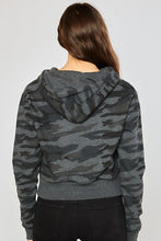 Load image into Gallery viewer, PRE-ORDER: Women's Basic Camo Fleece Cropped Pullover
