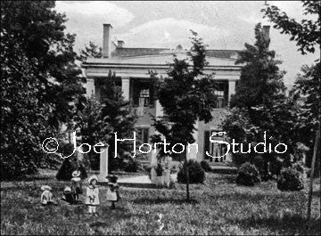 Belle Meade Mansion - with children on lawn