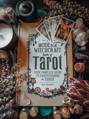 The Modern Witchcraft Book of Tarot (Skye Alexander)