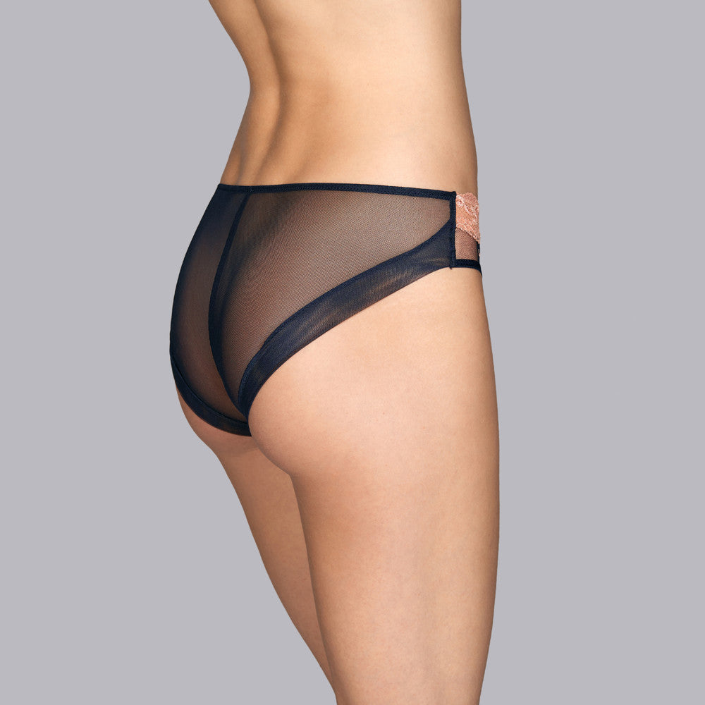 The Andres Sarda Giotto  classic briefs without seams at the back. Medium height and coverage. Comfort without compromising on look. london-lingerie-notting-hill