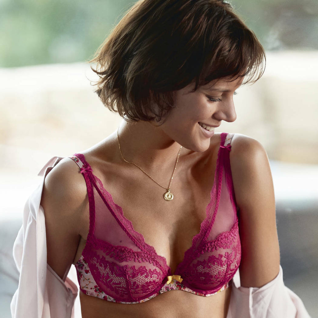 london-lingerie-notting-hill-The Aubade Delicate Plunge Bra with vertical seaming creates a very seductive push-up cleavage. Using materials such as Calais lace and colorful prints make it very special.