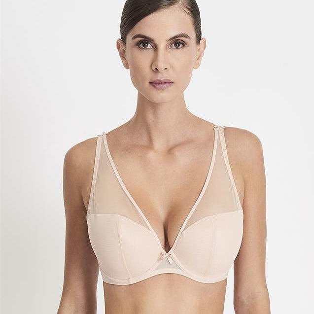 The Aubade Nudessence  Full plunge bra is part of an understated and modern collection as well as a sophisticated tribute to naked beauty. In the new low plunge bra transparent tulle alternates with opacity to conceal and reveal in all the right places.