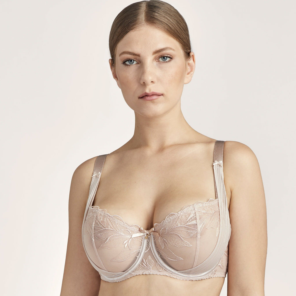 The Aubade Fleur de Tatoo Full Half Cup Balcony Bra has a reinforced back construction to create a seductive, push-up cleavage up to cup size G. The embroidery on the cups is enhanced by a fabric yoke, bringing a very elegant and sexy draped effect to the straps. The centrepiece features an ornamental textured gold-coloured jewel.