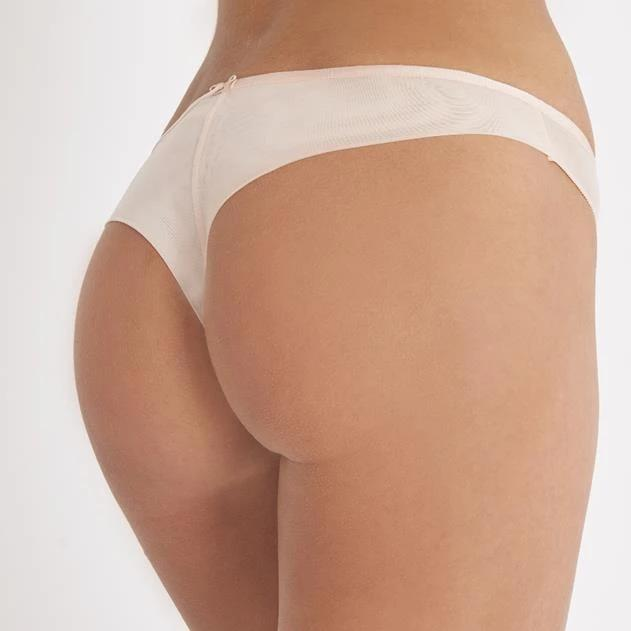 Aubade Nudessence Tanga offers more coverage than a thong, the tanga briefs are slightly wider at the front, back and sides. The tulle in the Nudessence line is opaque at the front and sheer at the back, for an extremely discreet effect.